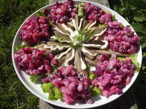 Kūpinātu reņģu salāti